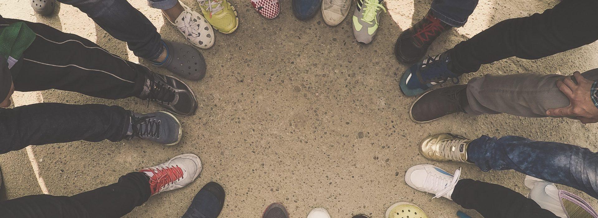 crowd-ground-hands-legs-450059